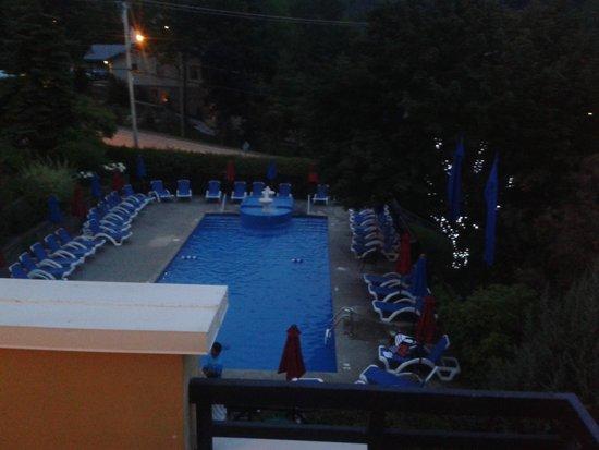 Hotel Château-Bromont: PISCINE