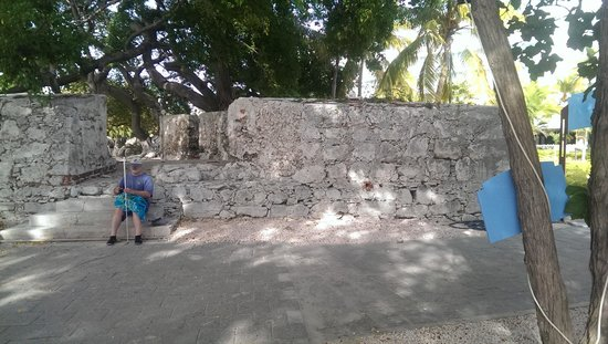 Hilton Curacao: ruins of fort on hotel property