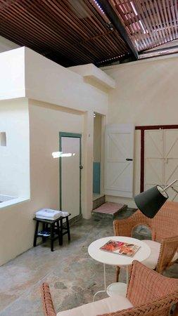 Coffee Atelier: Indoor courtyard