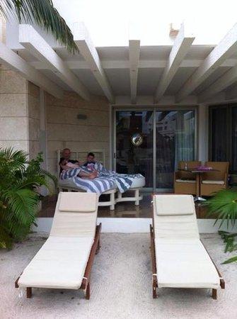 Beloved Playa Mujeres : view of terrace of swim up room