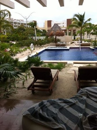 Beloved Playa Mujeres : view from swim up room terrace