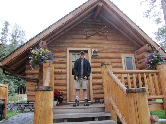 Banff Log Cabin B&B: The Private Entrance to the Cabin