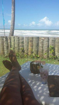 Itacarezinho Beach : Vista da praia de dentro do restaurante...