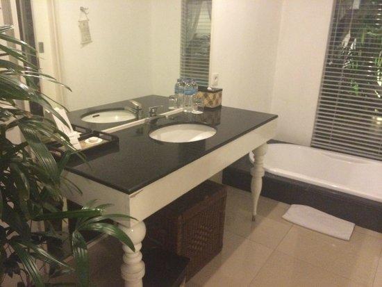 Astana Kunti: bathroom in villa