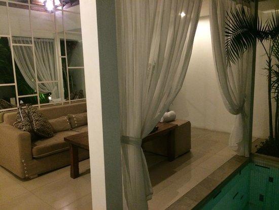 Astana Kunti: beautiful lounge area next to private pool