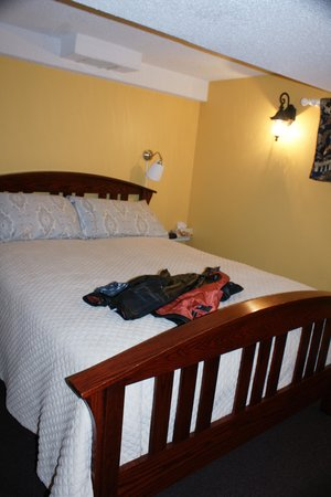 A River Road Bed & Breakfast : room view