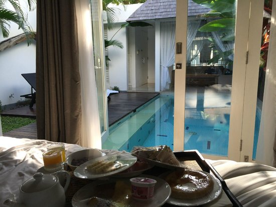 Astana Kunti: looking from bed over pool