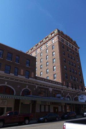 Finlen Hotel and Motor Inn: Front View of Finlen Hotel