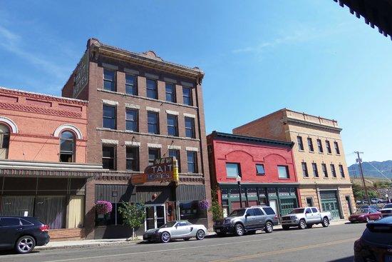 Finlen Hotel and Motor Inn: Downtown Butte facing Finlen Hotel