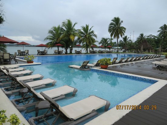 Playa Tortuga Hotel & Beach Resort: ocean view pool