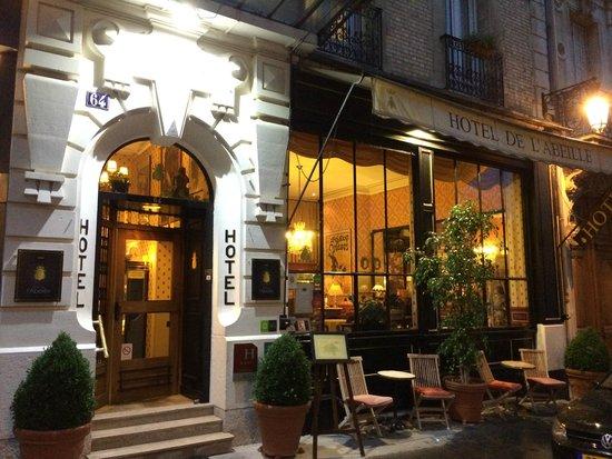 Hôtel de l'Abeille : Hotel de l'Abeille Entrance