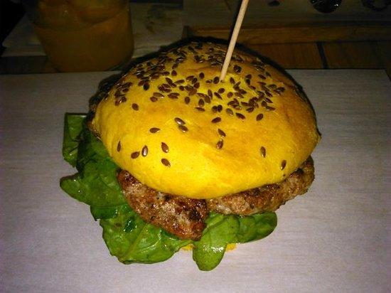 El Santo: Indian style chicken burger