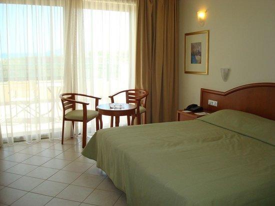 Hydramis Palace Beach Resort : номер в основном корпусе