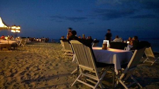 Scallywags Beach Club: Romantic setting