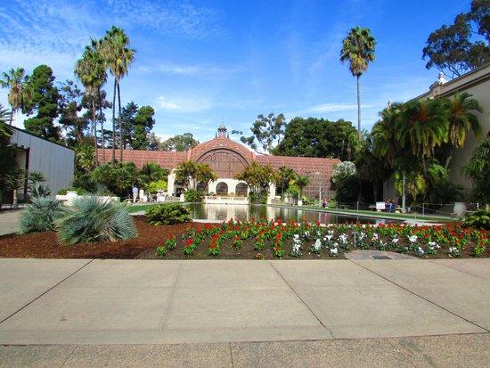 Botanical Building and Lily Pond : Estufa com plantas rara no Balboa
