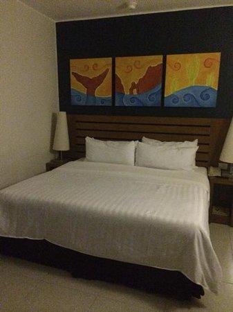 Royal Decameron Los Cabos: King bed.