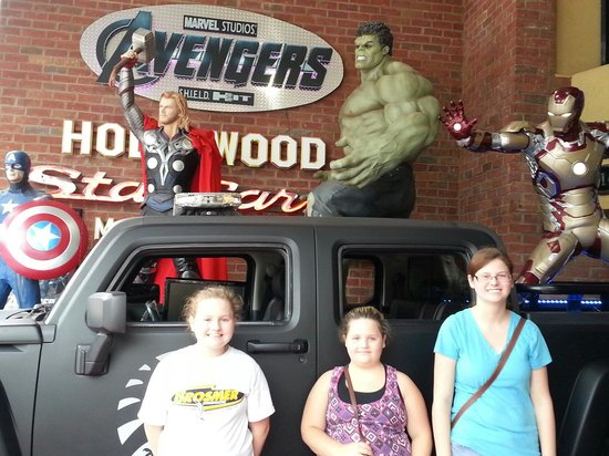 Hollywood Star Cars Museum: avengers shield..awesome
