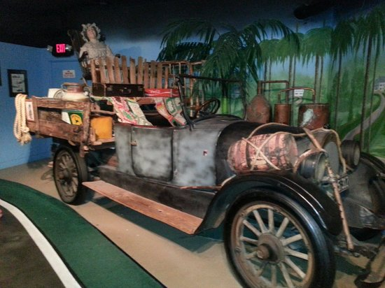 Hollywood Star Cars Museum: oldie but a goodie