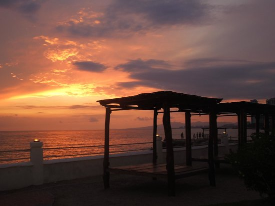 Plaza Pelicanos Grand Beach Resort: hermoso atardecer