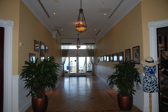 Pelican Grand Beach Resort, A Noble House Resort: Hallway to the beach!