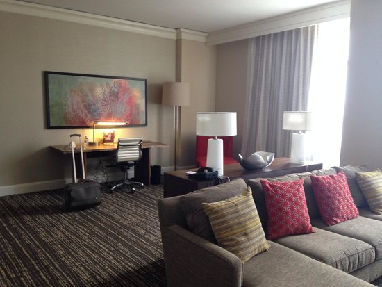 Sugar Land Marriott Town Square : Work and living area of 9th floor suite.