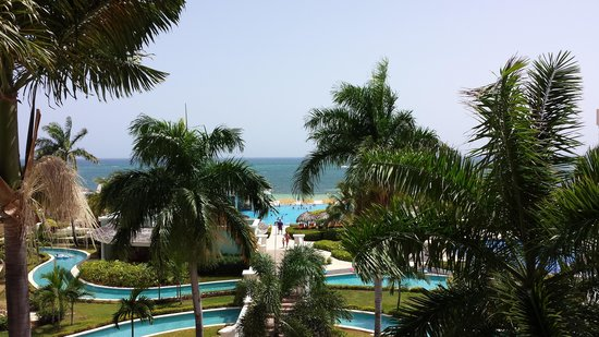 Iberostar Rose Hall Suites : view from hotel lobby balcony