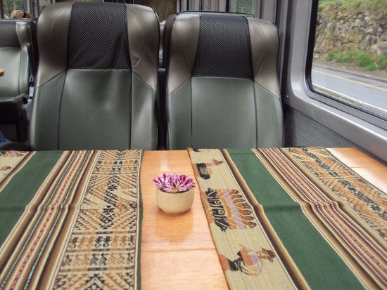 PeruRail - Vistadome: Seats and table getting ready