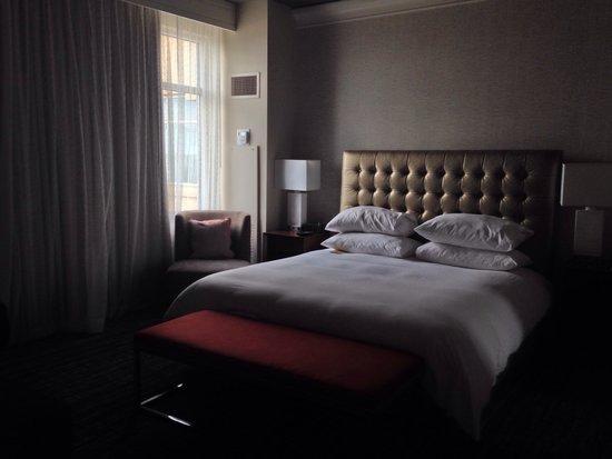 Sugar Land Marriott Town Square: 9th floor suite bedroom