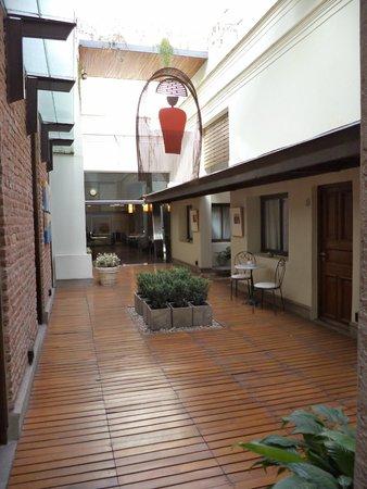 Azur Real Hotel Boutique: Patio interno