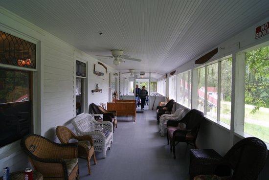 Kettle Falls Hotel: The veranda