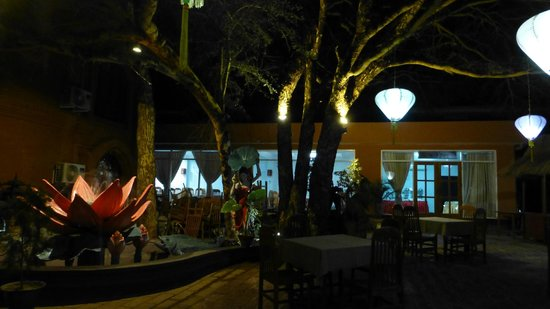 The Floral Breeze Hotel Bagan: Garden Dining Area in Evening