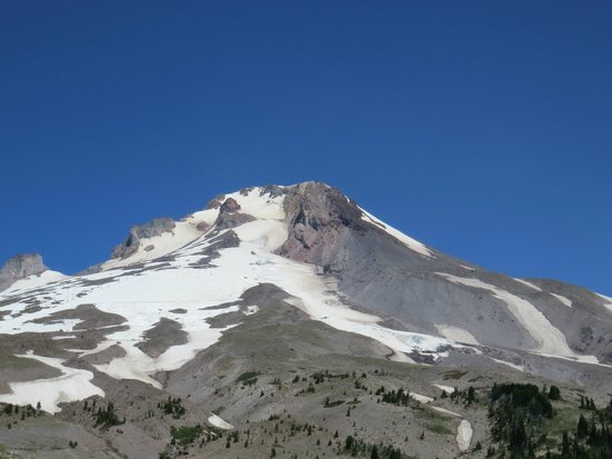 Timberline Lodge Ski Area : Mt. Hood from the road