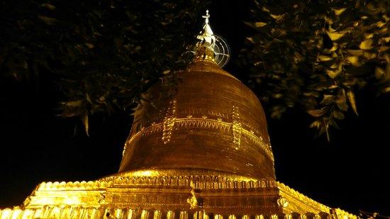 The Floral Breeze Hotel Bagan: Lawka Nandar Pagoda just a short walk away