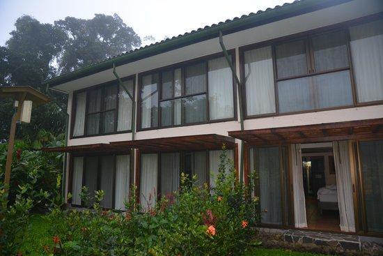 Tabacon Thermal Resort & Spa: Вид на корпус