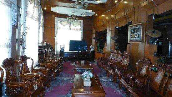 Hotel Mandalay: Hotel Lobby
