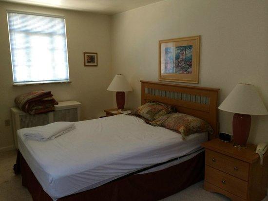 Friendship Suites: Bedroom