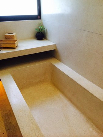 Taum Resort Bali: Bathtub