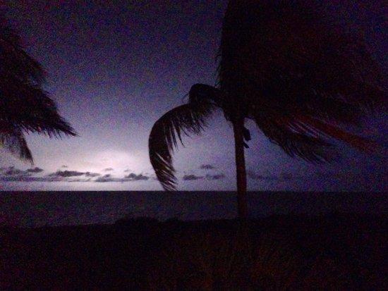 Waterside Inn on the Beach: Thunderstorm