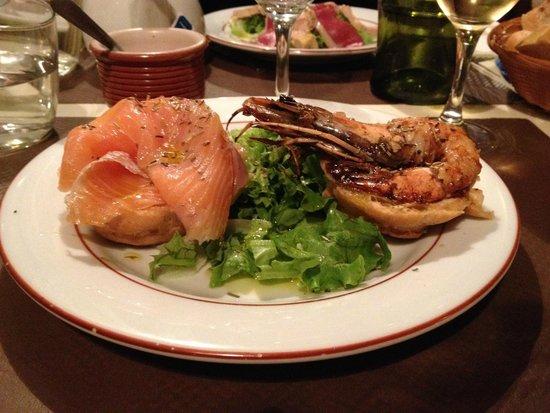 L'auberge Des Deux Ponts : Salmon and Shrimp profiteroles ....... from heaven!!!