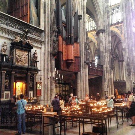 Kölner Dom: Interior da catedral