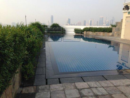 Park Plaza Sukhumvit Bangkok: Morning Pool
