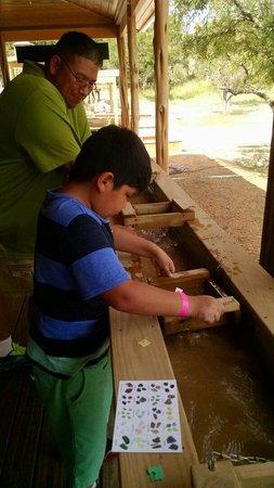 Natural Bridge Caverns : Having fun sifting arrowheads
