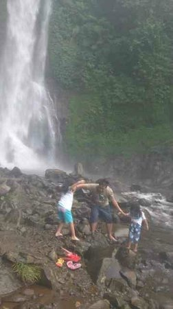 Gitgit Waterfall: enjoying at the down.