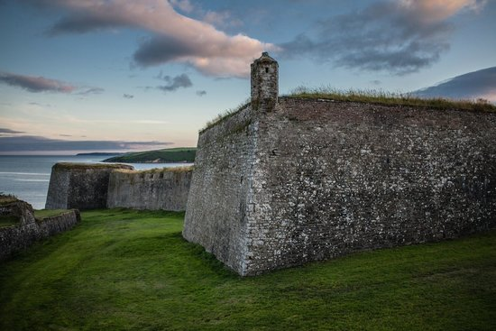 Fortaleza Charles Fort: Charles Fort at sunset with Old Head off on the horizon.