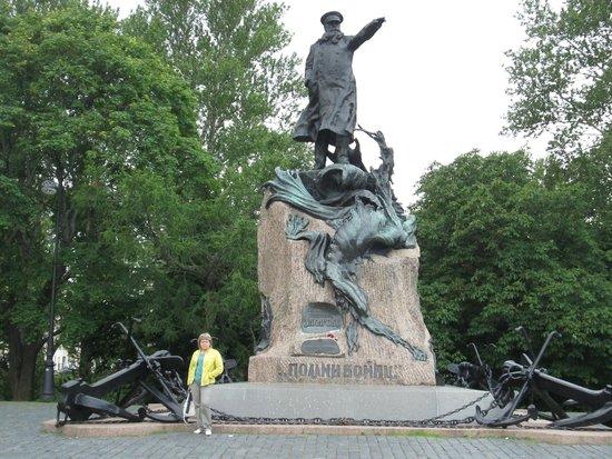 Памятник с семейный Кронштадт Шар. Дымовский гранит Тикси