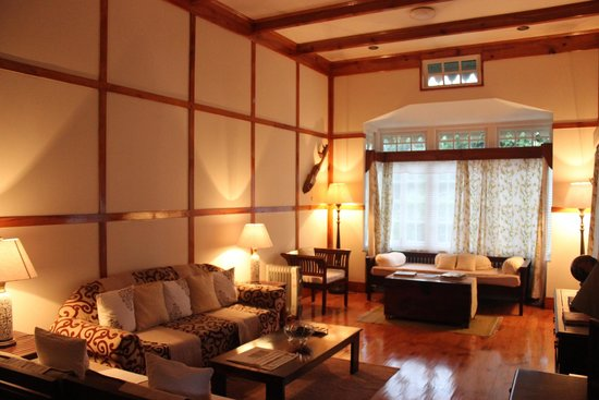 Cafe Shillong Bed & Breakfast: The living room - so well decorated