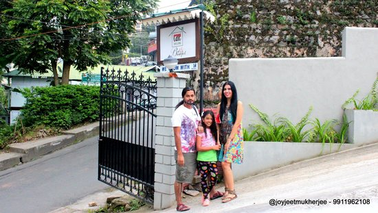 Cafe Shillong Bed & Breakfast : The entry