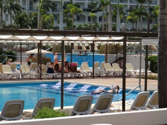 Hotel Riu Palace Costa Rica: Pool area