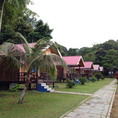 Siuri Cottages: Cottage belakang berbentuk panggung