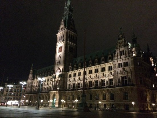 Rathaus: August 2014 after a romantic dinner on the last night in hamburg